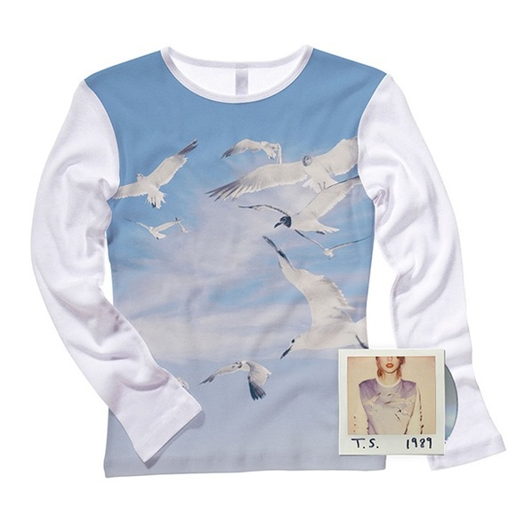 ac09fe1166 NWOT Taylor Swift Seagull 1989 Sweatshirt. M 5ac29fa12ab8c55521657eba